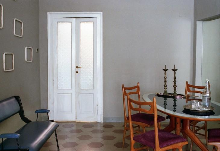 anticamera seppia milano apartment 02