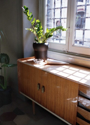 anticamera seppia milano apartment 06